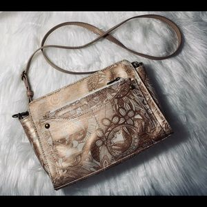 Sakroots Artist Circle Purse with USB Power Bank